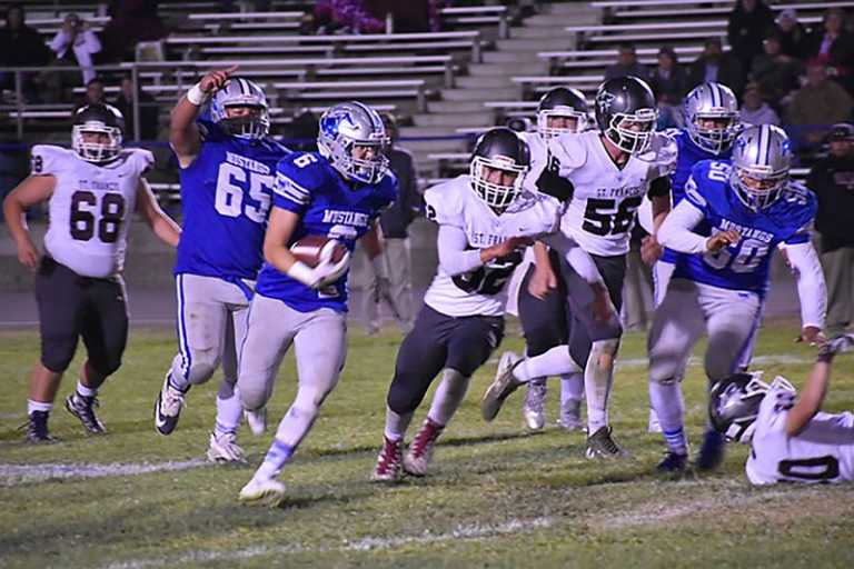 Football | Mustangs win Homecoming game against Sharks