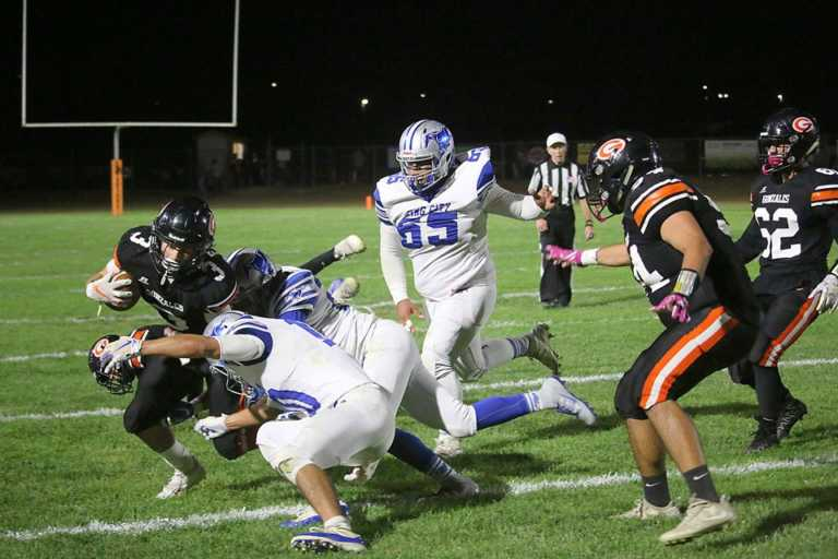 Football   Spartans overwhelm Mustangs, improve to 7-0